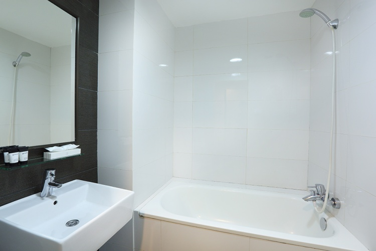 Value Hotel Balestier - clean shower